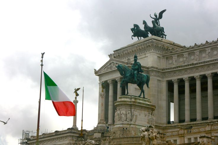 #PiazzaVenezia #Red #ItalianFlag