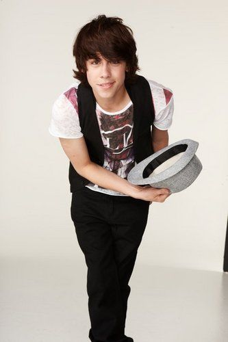 i think munro chambers is an acceptable reason to watch degrassi. no shame