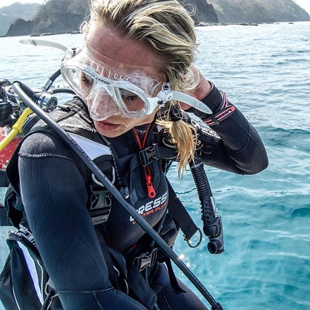 Please support their project @nakaweproject Morning dive and photoshooting for @cressi1946 . Thanks for supporting the cause and give us the diving equipment for this Expedition.LET LIVE Photo Credits : Model - @regisunday Photographer - @theelfzz #armorx #scubadivingequipment