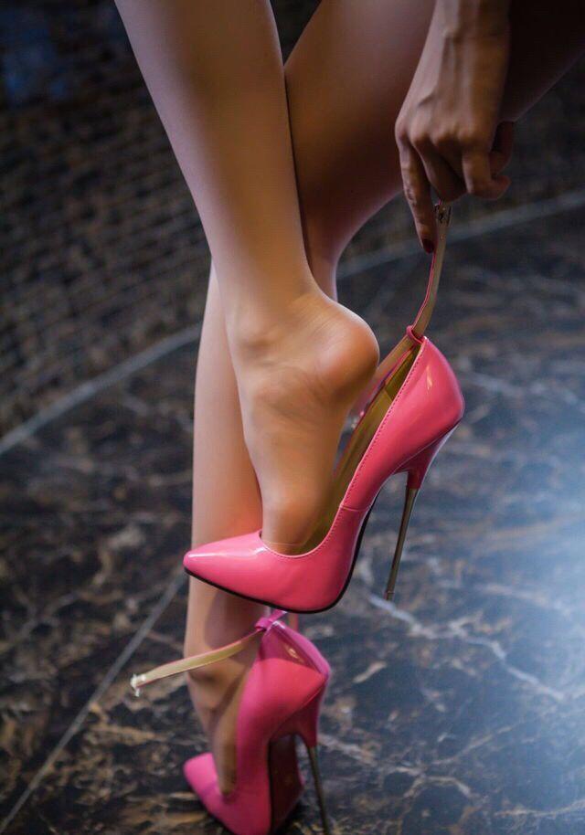 #hothighheelsstunningwomen #stilettoheelsdress