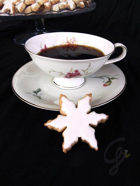 Gialla tra i fornelli: Fiocchi di neve e biscotti alla panna profumati agli agrumi glassati
