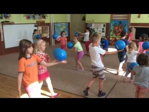 Žonglujeme - YouTube