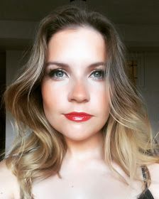 http://adorkablesa.blogspot.co.za/2017/06/a-travel-guide-spontaneous-four-day.html  Red Lips. Blue Eyes. Ombre Hair. Blonde. Brunette. Shoulder Length. Cape Town. South Africa. Make up.