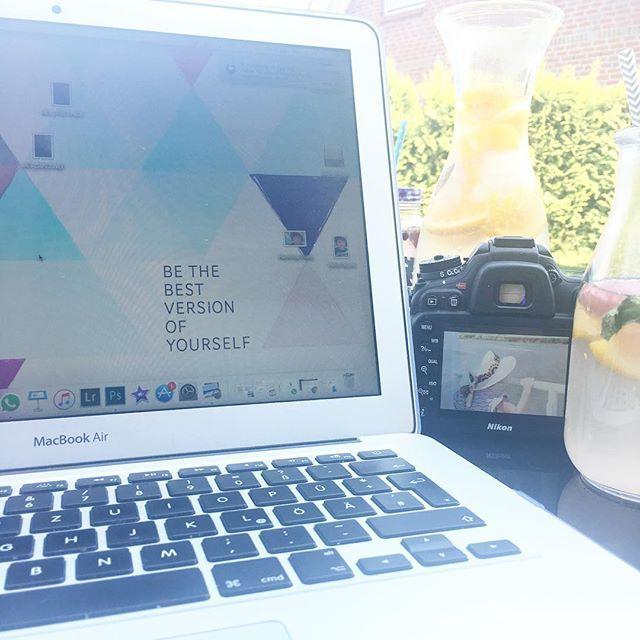 Opening The Gardenoffice Endlich Draussen Sitzen Die Motte Spielt Im Pool Und Ich Sitze Daneben Workingmom Selbstundstandi Instagram Draussen Trinken