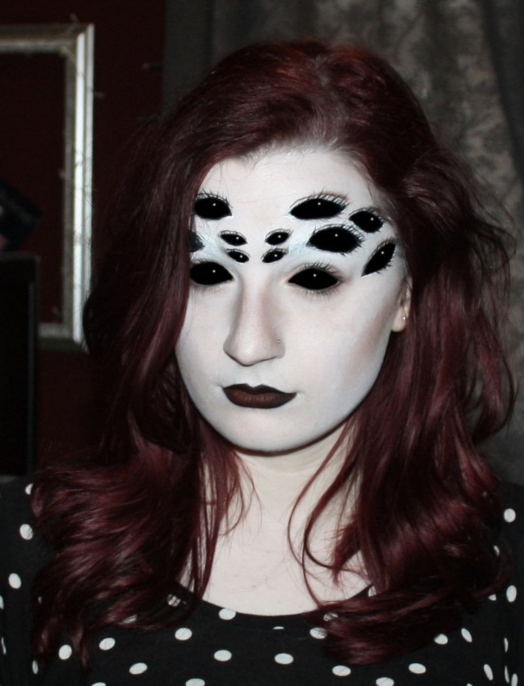 Creepy Spider Eyes Make-up Design perfect for Halloween.