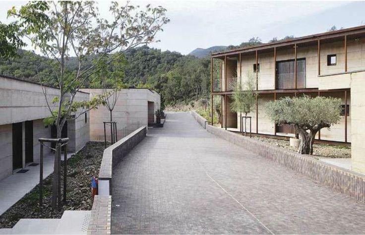 Centre de retraite spirituelle Les Fontanilles à Maureillas Las Illas - Livré en 2013 - Adelfo scaranello #batiserf #architecture #pisé