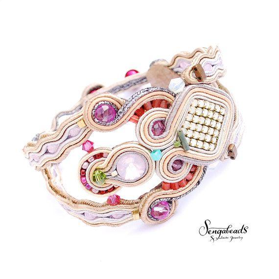 Hand embroidered soutache bracelet. Handmade by Sengabeads on Etsy