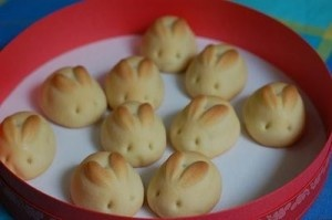 Dough:  2 1/2 cups flour  1/2 cup warm milk  1/3 cup warm water  4 tablespoons sugar  1/4 oz active dry yeast  1/2 teaspoon salt