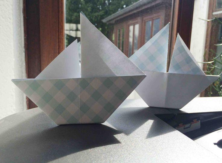 segelschiffchen origami faltboot papier schiff girlande kette maritim diy howto craft. Black Bedroom Furniture Sets. Home Design Ideas