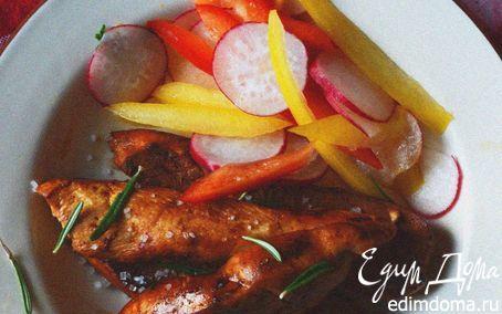 Куриные грудки, карамелезированные в апельсиновом соусе с розмарином и гарниром из овощного салата | Кулинарные рецепты от «Едим дома!»
