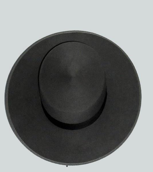 """Elsevillanoes un sombrero tradicionalmente fabricado enAndalucía y se le conoce tambiéncomo """"sombrero de ala ancha"""". La horma puede variar de 10 a 12 cm, mientras que el ala varía entre 8 y 12 cm. Lo podemos encontrar engris perla, confeccionado en lana 100%. Acabado velousín. Línea plata.Color acero y ribete blanco."""