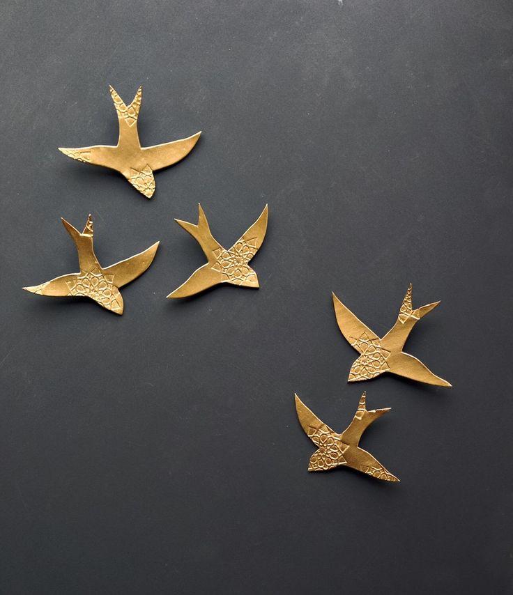 Arte della parete in porcellana ingoia sopra arte Marocco oro uccelli parete scultura in ceramica per bagno camera da letto Living camera set di 5 oro brillante di PrinceDesignUK su Etsy https://www.etsy.com/it/listing/190119252/arte-della-parete-in-porcellana-ingoia