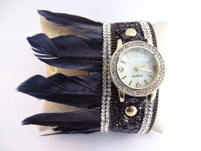 Zwart horloge met pluimen