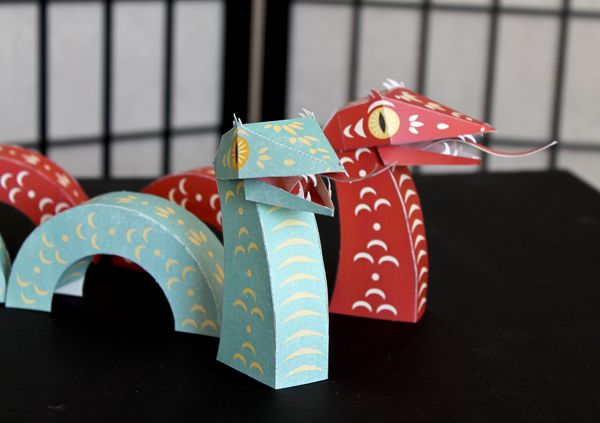 Happy new year of the Snake! (and a free paper toy)