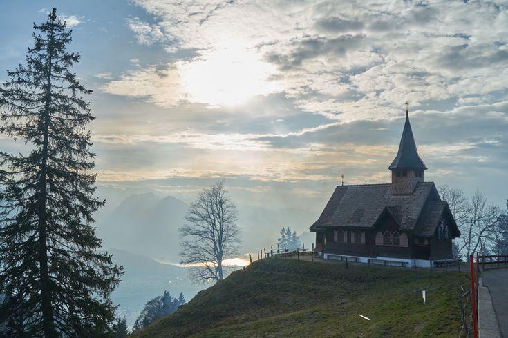 Die kleine Kapelle auf dem Hügel, Haggeneggkapelle, gebaut von Josef Steiner(0), Haggenegg 1,6430 Schwyz,Schweiz #architektur #architecture #CHE #Kanton Schwyz #Rickenbach b. Schwyz #Schweiz #Schwändi