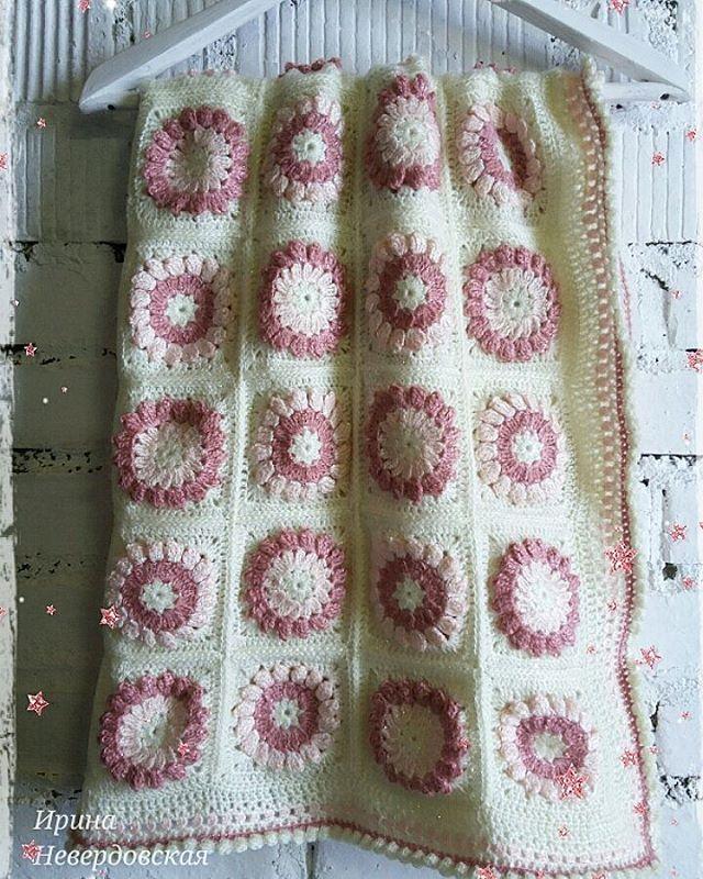 Детский пледик для маленьких принцесс. Размер 90х90см. В наличии. #handmade #кроватка #дети  #уют #комфорт  #длядома #интерьер #фотосессия #фотофон #вязание #интерьер #knitting #knit #плед #невира_наличие #crochet  #plaid #crochetbabyblanket, #crochetlove #crochetersofinstagram #вяжутнетолькобабушки #babycrochet #babyknits #кроватка, #коляска #автокресло #длявыписки #дляпринцесс, #вязаниекрючком #вяжемдетям #вязаниедлядетей