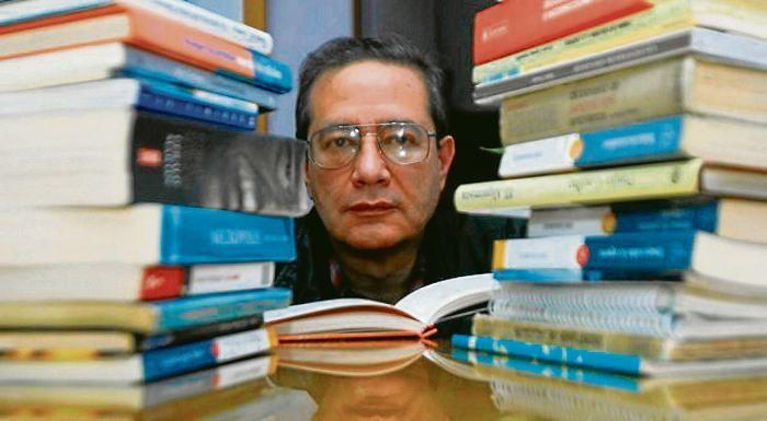 """El experto en redacción y creación literaria explica cuáles son los """"pecados"""" contra el idioma y nos enseña a """"redimirlos""""."""