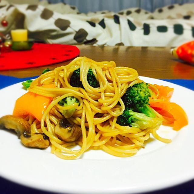 オレンジパプリカとブロッコリーとブラウンマッシュルームを使ってみました!味付けは、和風テイストです(^ ^)隠し味に、いりこ出汁と椎茸出汁を使いました! - 50件のもぐもぐ - 本日の夕食はパスタだよ〜 by yuichiiii
