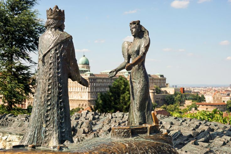 A visit to #Budapest wouldn't be complete without learning the tale of two cities divided by a river: #Buda and #Pest. Buda was formally on the west bank and is a hilly, residential area, whereas Pest is the hub of the city centre and urban life on the East side of the Danube. #danuberiver #hungary #parkinn #history #travel