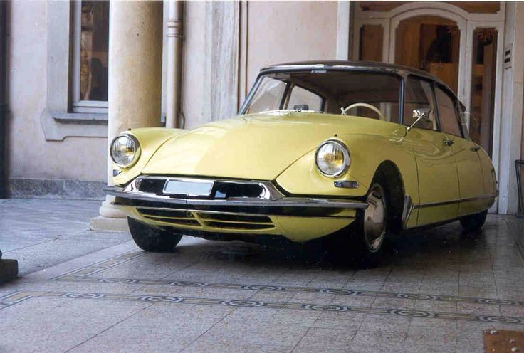 45 best citroen ds images on pinterest old school cars vintage cars and nice cars. Black Bedroom Furniture Sets. Home Design Ideas