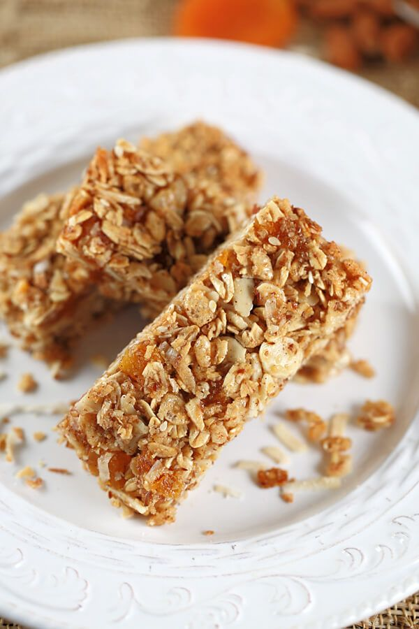 If you are looking for a flavorful and portable treat, these apricot almond granola bars make the perfect snack! You can't go wrong with apricots & almonds!