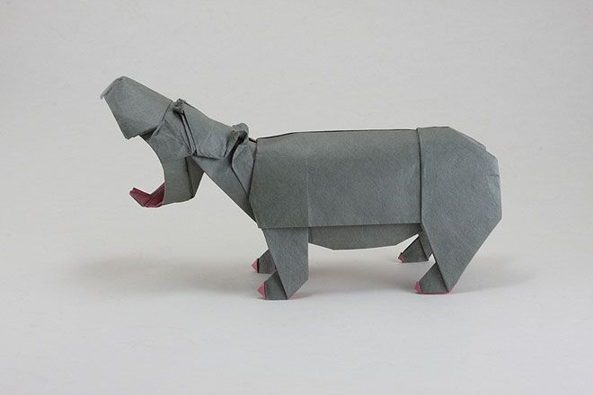 Hippo / amazing origami from south african artist Quentin Trollip. via Miss Moss.