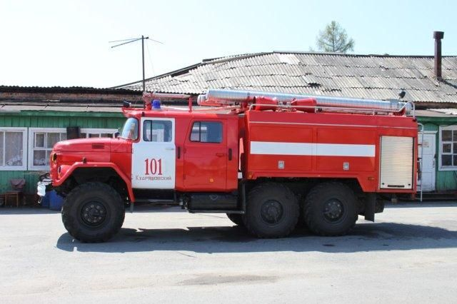 Мусор, кот, пожарная машина, лодки, деревья...