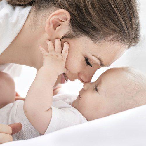 Como cuidar de um bebê constipado