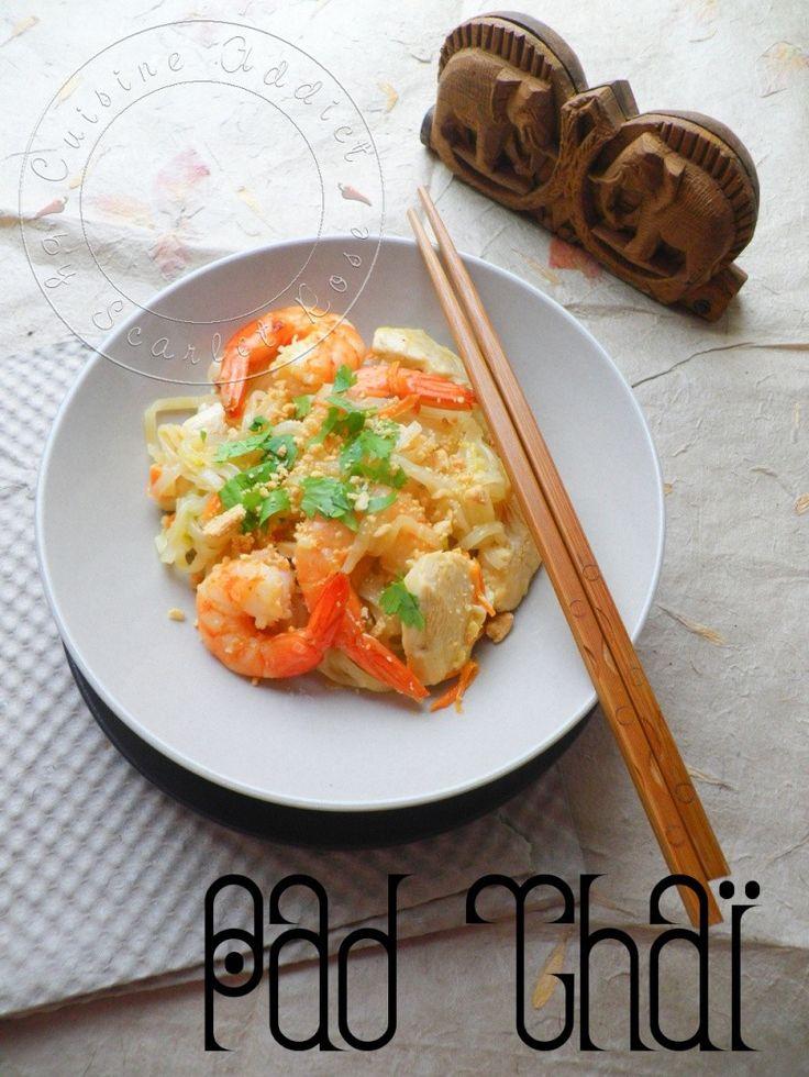 Pad Thaï {Nouilles de riz, Poulet & Crevettes sautés au Wok}