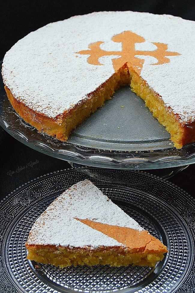 La Tarta de Santiago es un dulce tradicional gallego que se elabora utilizando como componentes básicos almendras, azúcar y huevo, en las p...