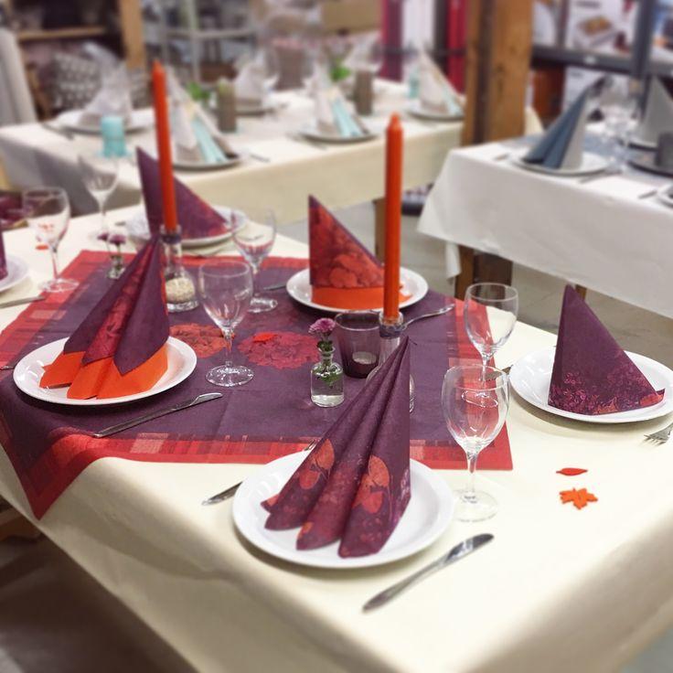 Nye borddækninger på vores inspirationsborde på lageret i Varde.