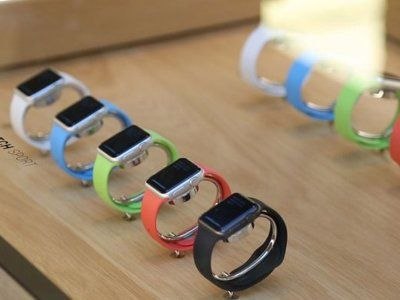 Apple watches sees nearly 1 million pre-orders