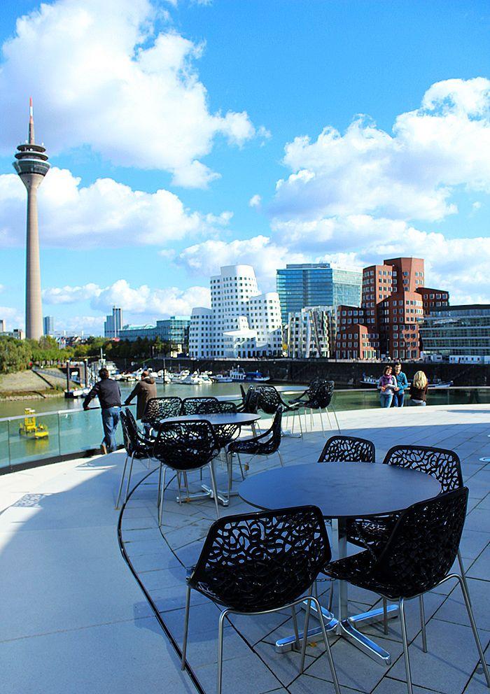 Düsseldorf, NRW. ♥ ♥ ♥ Wir lieben Deutschland. Deutschland liebt die Trinkflasche aus Glas von EPiCO BOTTLES. Finde sie auf https://epicobottles.de/