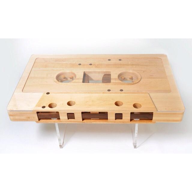 Zie maar eens een salontafel als deze te maken van een MP3-tje. #vroegerwasallesbeter