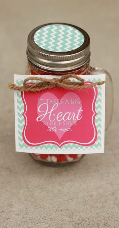 Free printable tag: It takes a BIG Heart to help shape little minds. Great gift idea to give to a teacher. #happythoughts