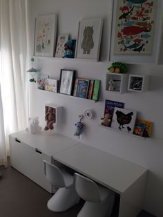 Noah's kamer bijna klaar! Planken, bureau en lade: Ikea Stuva en Ribba Knopen HK Living Blokken Hema