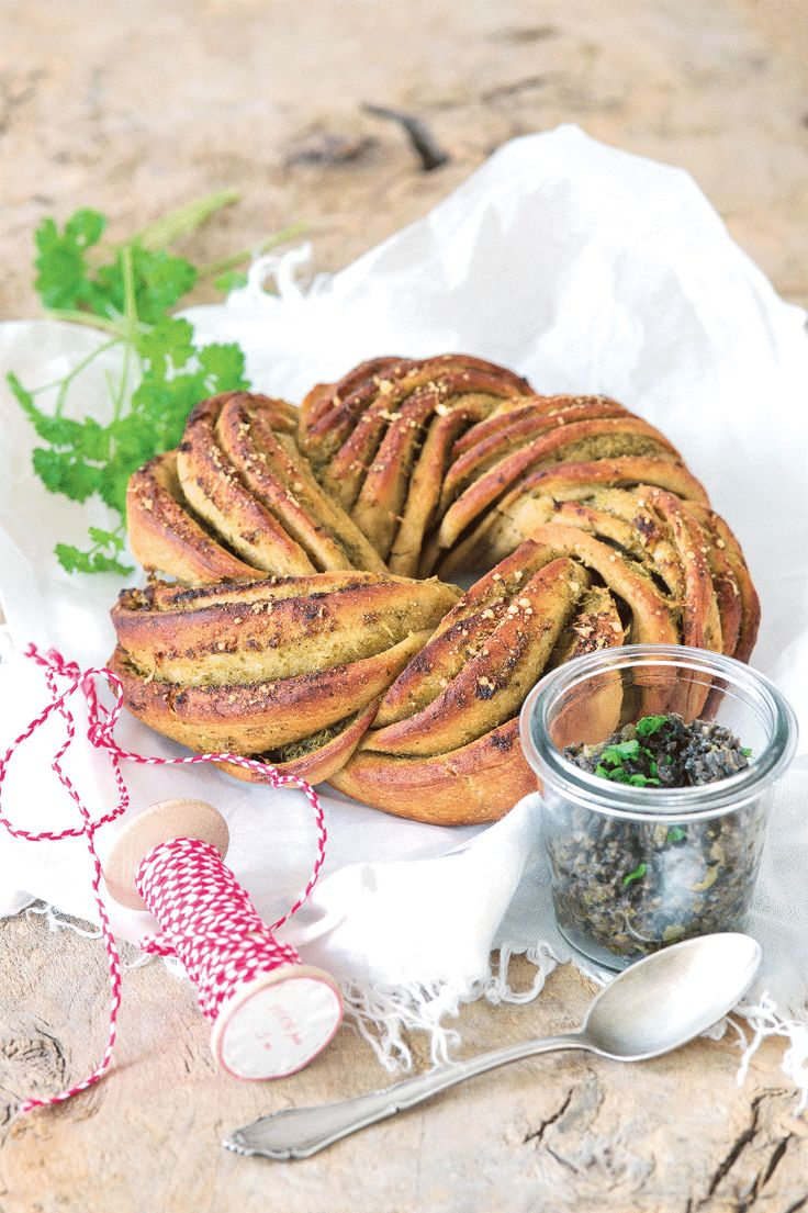 chlebový pletenec s pestom