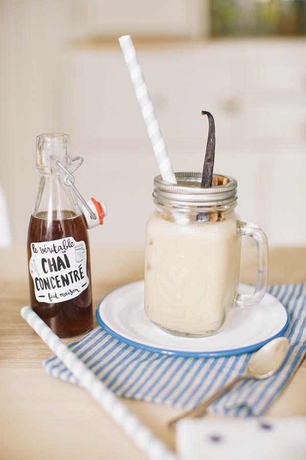 """Et pour le chai latte (coeur avec les doigts)   250g de sucre roux  250 ml d'eau x 2  une cuillère à soupe de sirop d'agave  du thé noir type """"assam""""  des batons de cannelle,  cannelle en poudre, de la cardamome,  du poivre noir  du gingembre frais du gingembre en poudre, des clous de girofle, du lait d'amande intense, ou du lait de soja nature"""