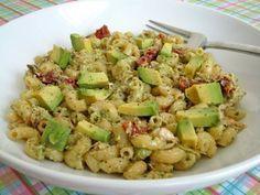 Salade de macaronis au thon, avocat et tomates séchées :http://roxannecuisine.com/recette/salade-de-macaronis-au-thon-avocat-et-tomates-sechees/