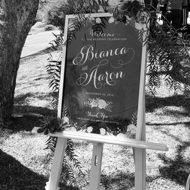 Congratulations to newly weds Bianca & Aaron! It was an absolute pleasure to #style your #kirkbride #sydneycollegeofthearts #weddingceremony 💞💍🌸 #welcomesign #floralstyling #easel by @countryside_love