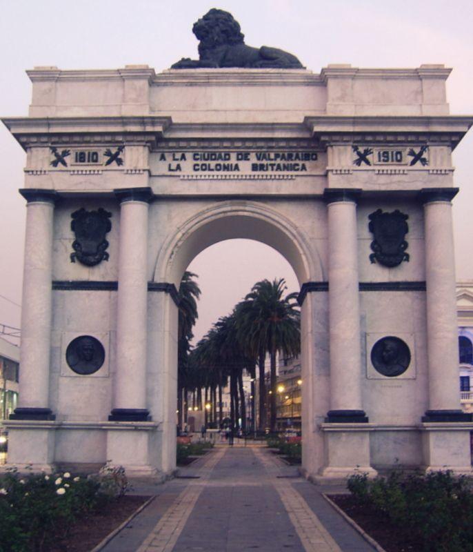 El Arco Britànico de Valparaìso. Testigo en el tiempo de la presencia de los ingleses en el puerto principal de Chile por allà por fines del 1800 y comienzos del 1900. Obsequio de la Colonia Britanica, a la ciudad.