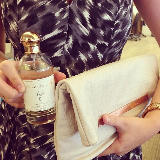 Folle de Joie is truly a year-round scent. Also love that it fits perfectly in our @Joie  clutch.
