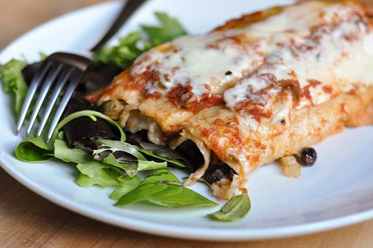 Slow Cooker Black Bean EnchiladasSlow Cooker Recipe, Crock Pots, Black Beans Enchiladas, Easy Dinner, Vegetarian Slow Cooker, Chicken Enchiladas, Slow Cooker Enchiladas, Mr. Beans, Dinner Recipe