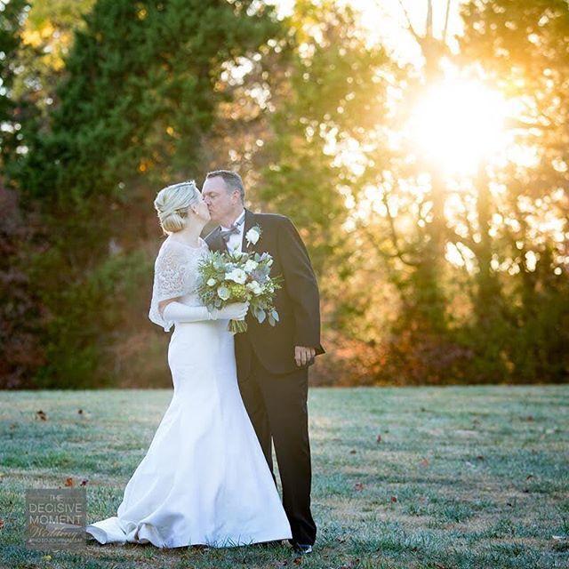 #sneakpeek 📷: @thedecisivemomentdotcom 💁🏻: @lburchy #bouquetinspiration #brideandgroom #ido #barnsleygardensweddings #lauraburchfieldevents #weddingphotography #atlantaweddingplanner 🌺: @tulipatlanta