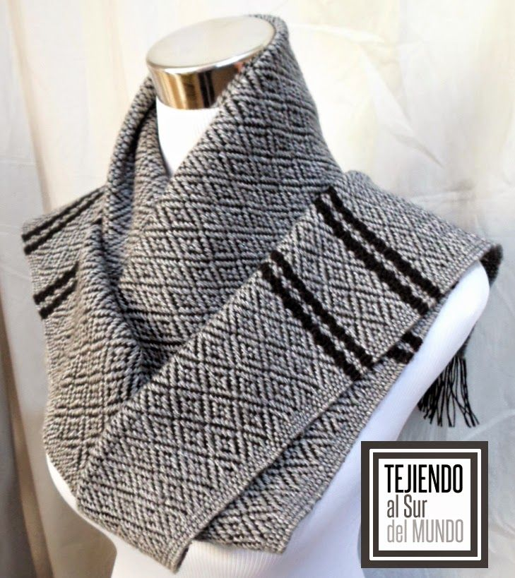 Bufanda en telar de cuadros, tejida en fibra mixta con alpaca y diseño de diamantes. Broken twill for this handwoven scarf.