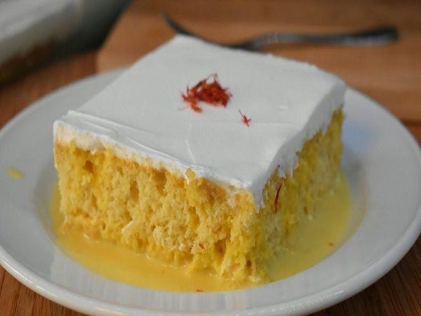 وصفة كيكة الزعفران بالحليب كيكة الزعفران بالحليب من الحلوى المفضلة لدى الجميع يمكن تناولها في أي وقت مع فنجان من القهوة أو كوب من الح Milk Cake Desserts Food
