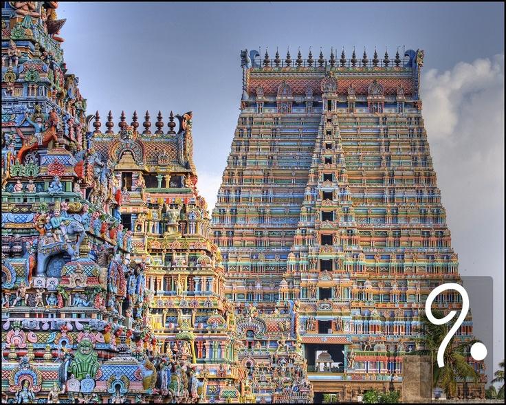 Un esempio all'ennesima potenza dell'effetto ricercato dai templi greci arriva dal Tamil Nadu, nel Sud dell'India. Questo tempio di Srirangam, costruito nel tipico stile dravidico, è uno dei più grandi templi indù al mondo, secondo solo a Angkor Wat (Cambogia). È dedicato a Vishnu, uno degli dèi più importanti dell'induismo.