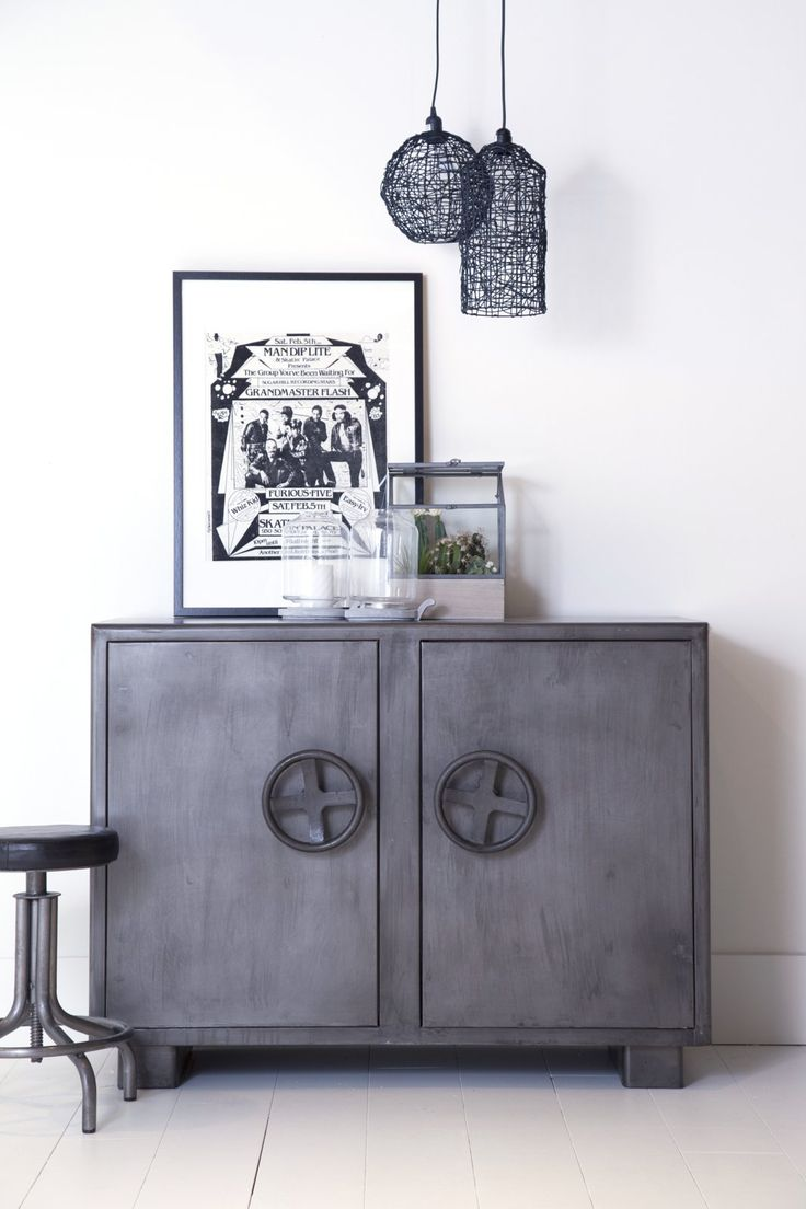 die besten 25 sideboard metall ideen auf pinterest regal metall regal metall schwarz und. Black Bedroom Furniture Sets. Home Design Ideas