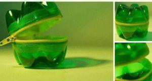 Regardez pourquoi cet homme brûle le bouchon d'une bouteille en plastique