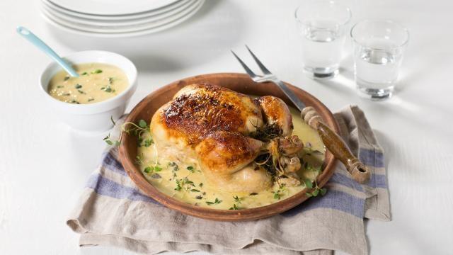 Oppskrift på Helstekt kylling med kremet saus, foto: